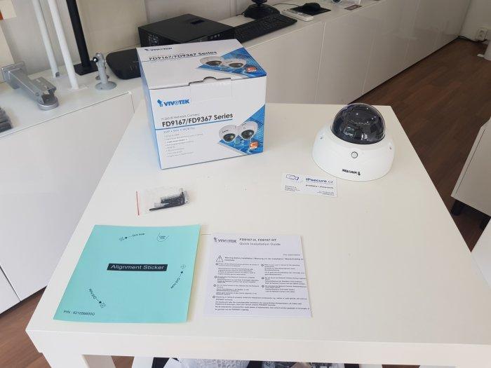 Vnitřní IP kamera VIVOTEK FD9167-HT balení