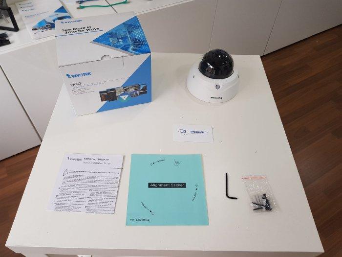 Vnitřní IP kamera VIVOTEK FD9187-HT obsah balení