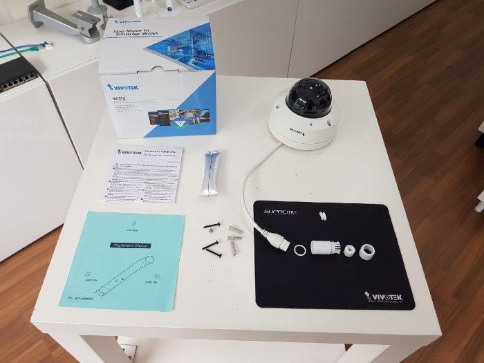 Venkovní IP kamera VIVOTEK FD9388-HTV obsah balení